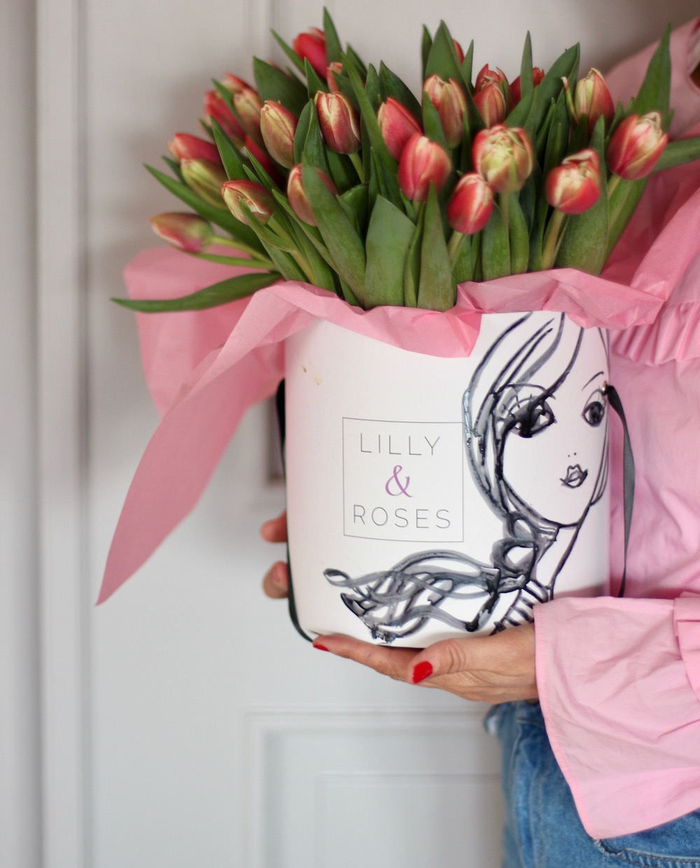 Tulipes fraîches comme cadeau Saint-Valentin.