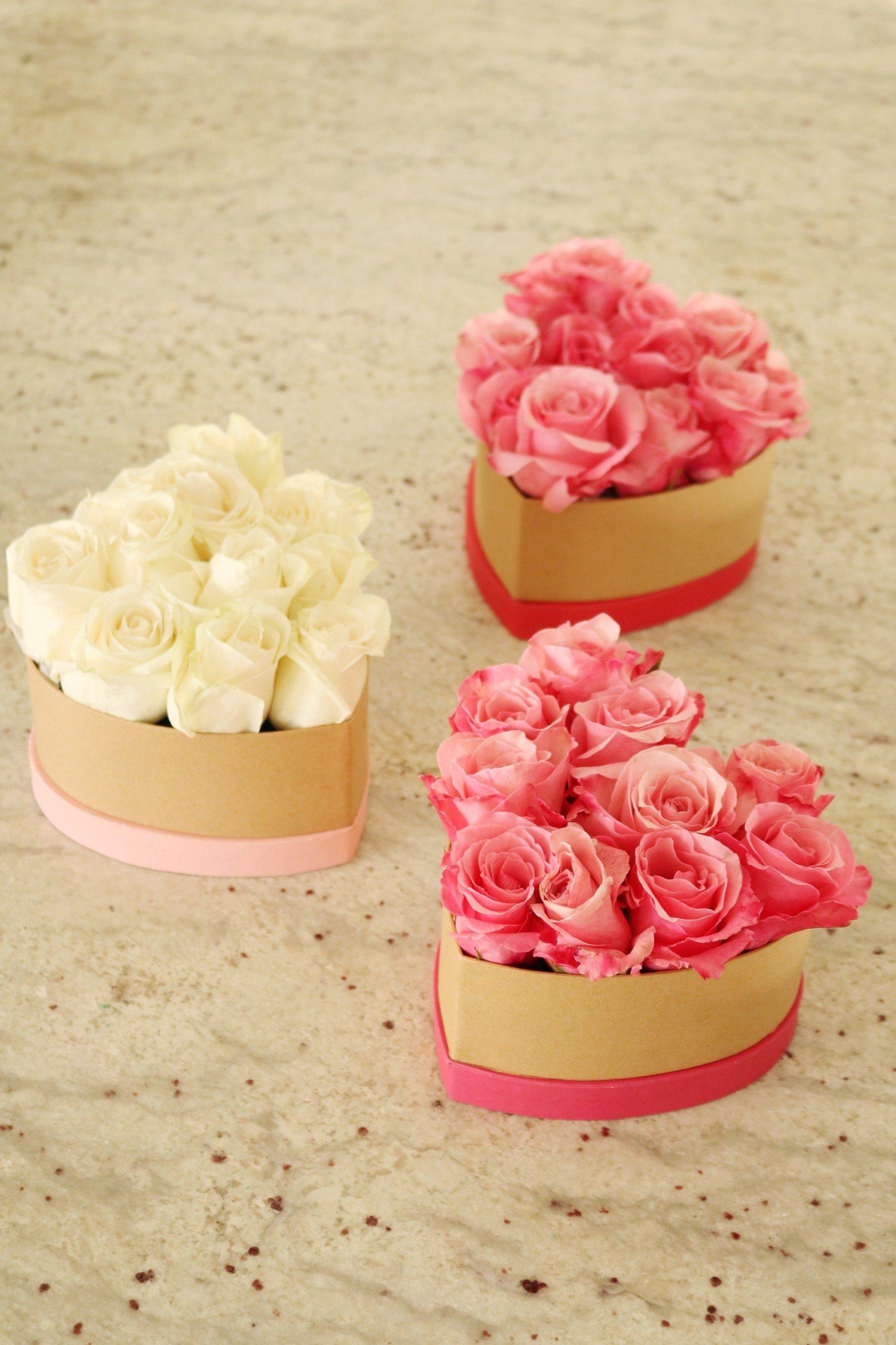 Box cadeau pour la Saint-Valentin: bouquet de roses en forme de coeur.