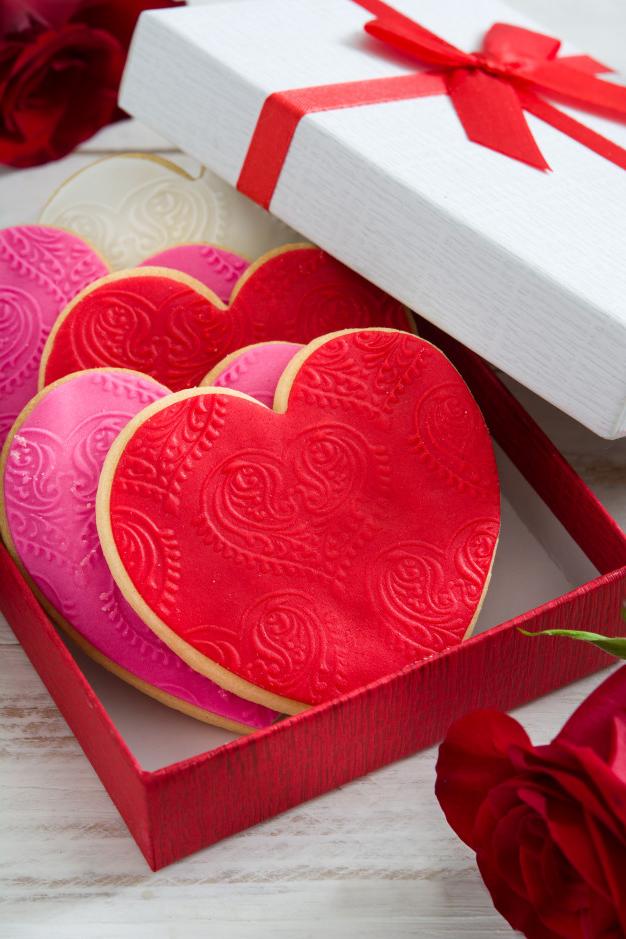 Une boîte à biscuits en forme de coeur pour la Saint Valentin