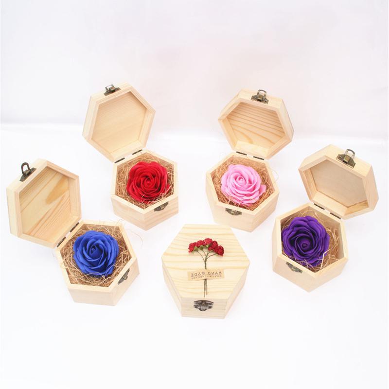 Petits cadeaux dans un box pour vos amis de la Saint-Valentin