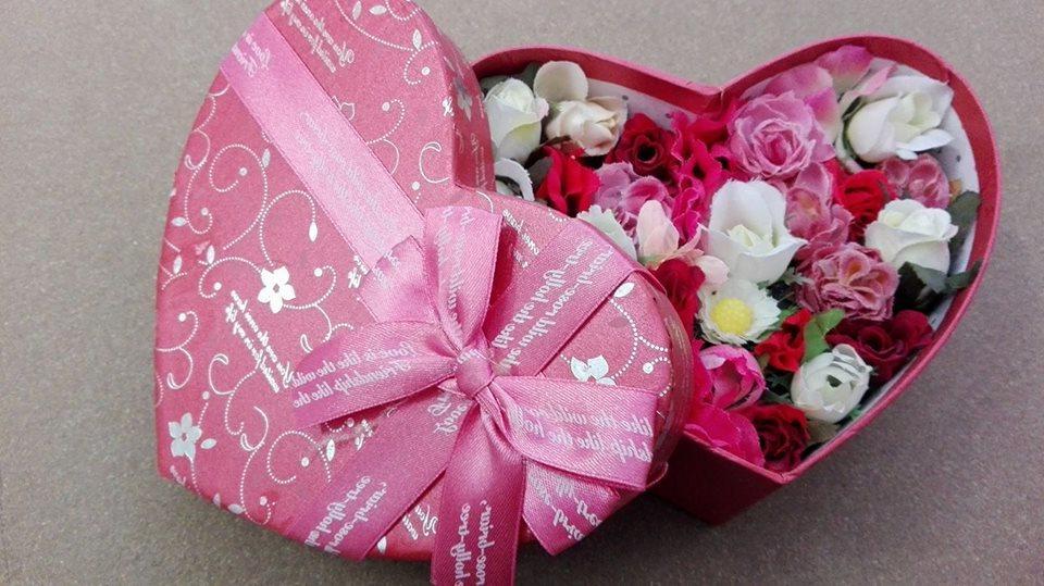 Fleurs dans un box de Saint Valentin