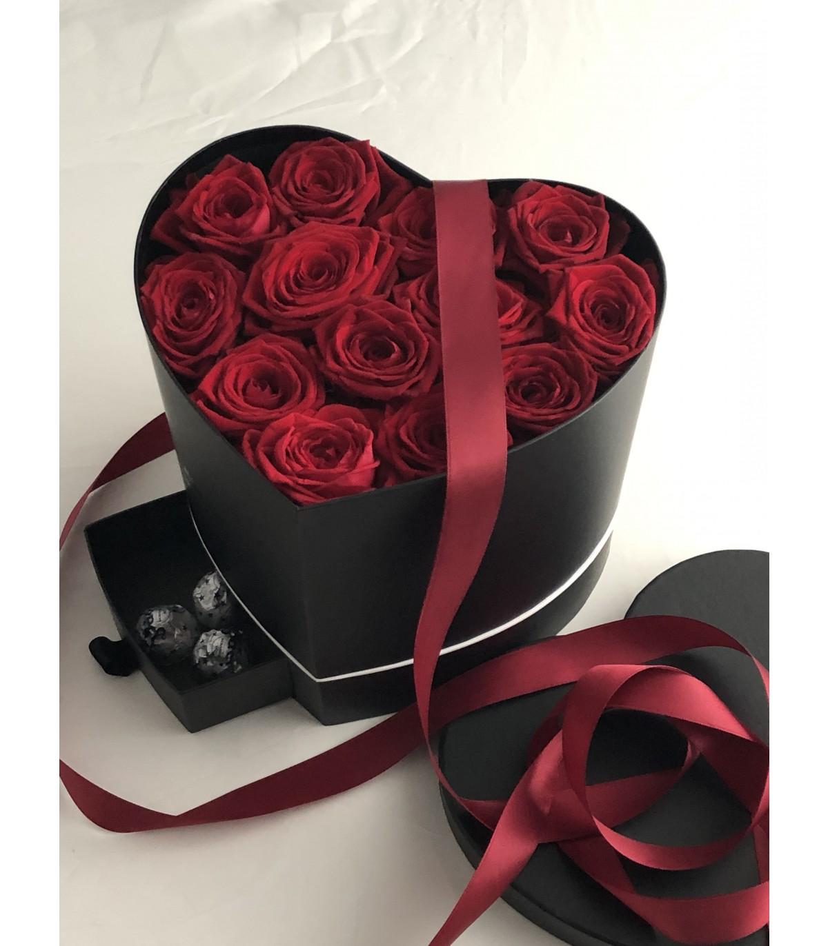 Des belles roses dans un box exquise de la Saint-Valentin