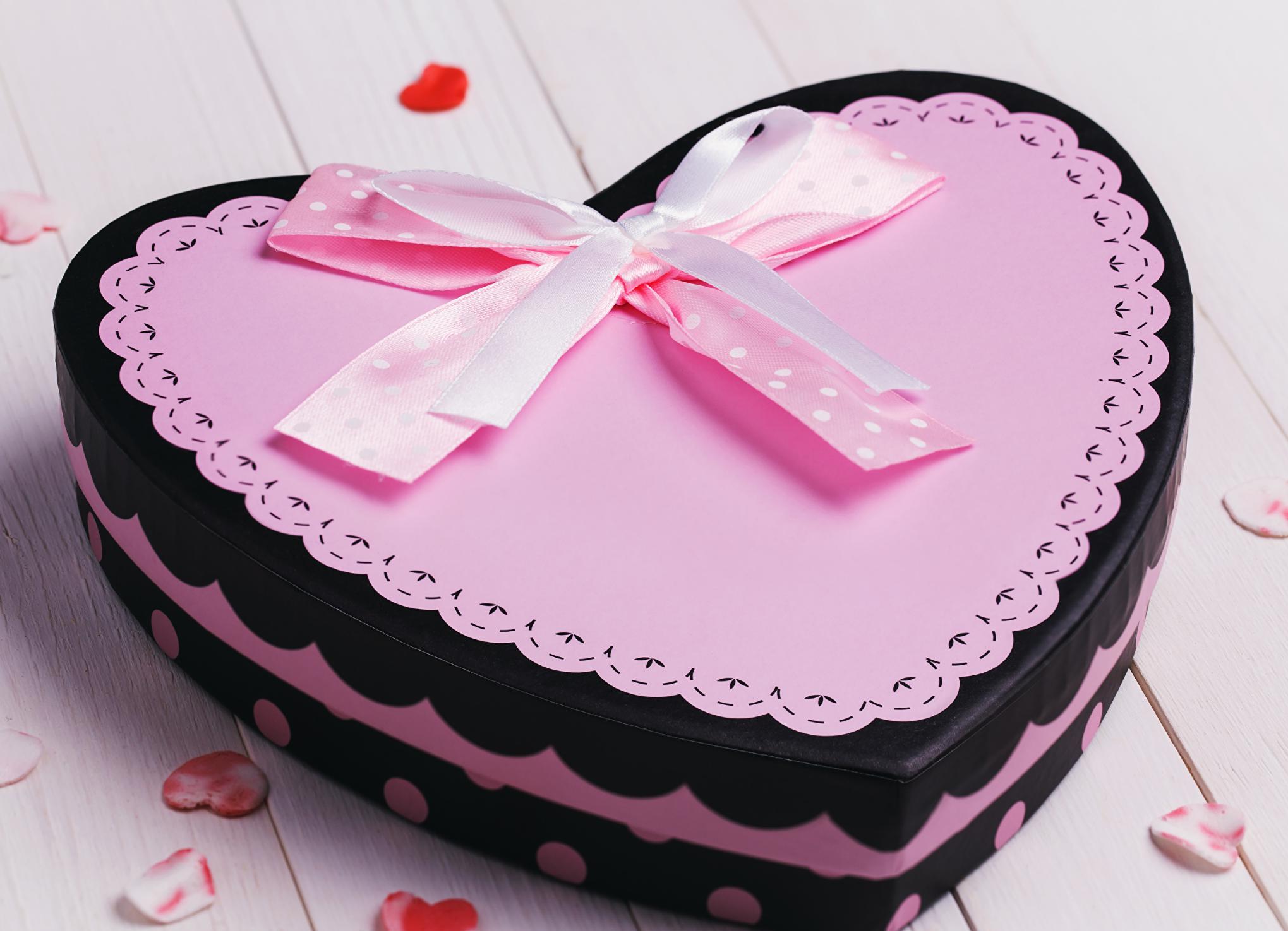 Une boîte Saint Valentin faite main en rose