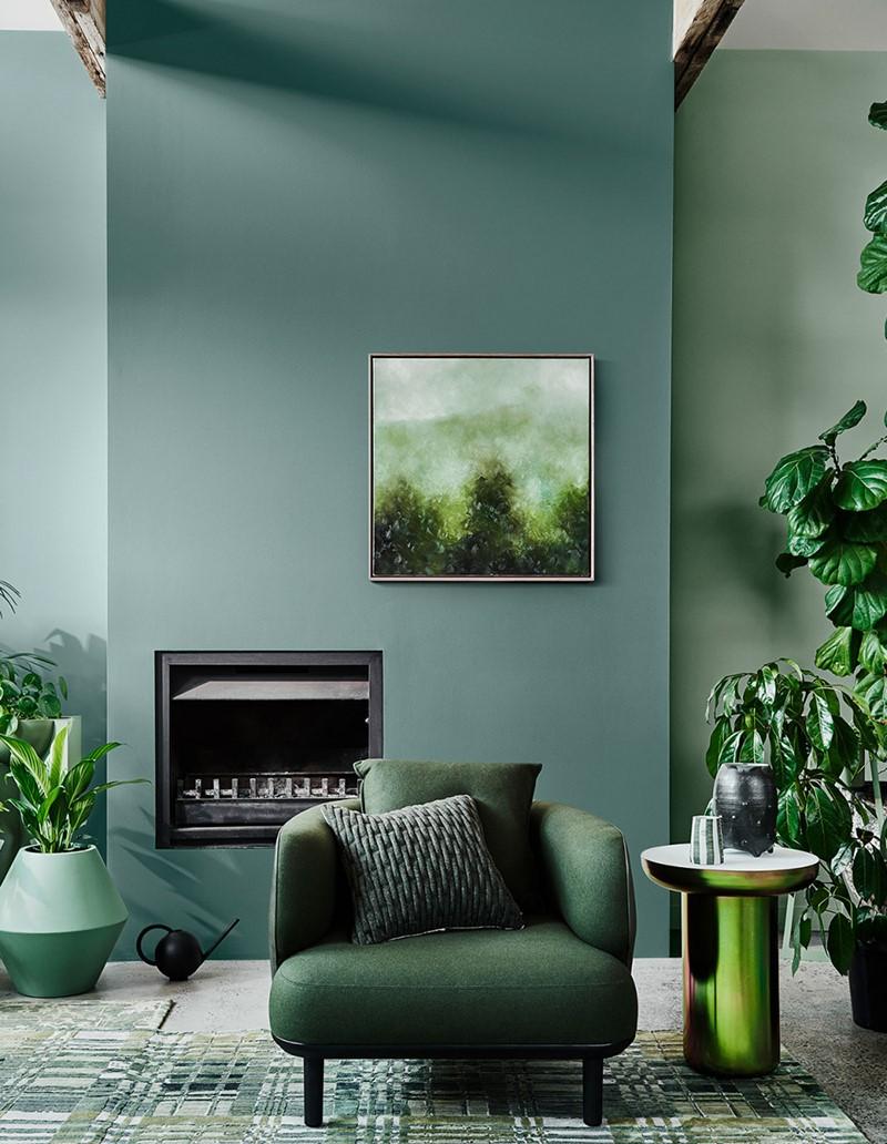 Déco de salon 2020: murs peints en gris.