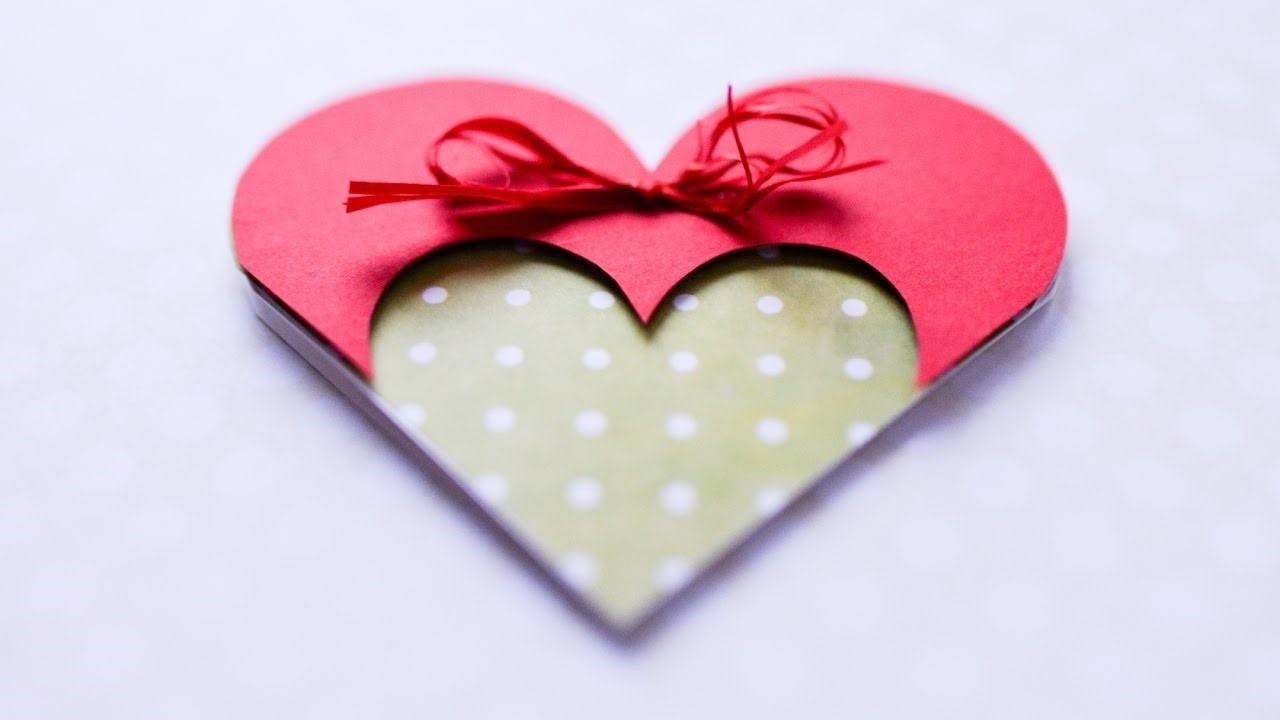 Collez un coeur au centre de votre carte de Saint-Valentin.