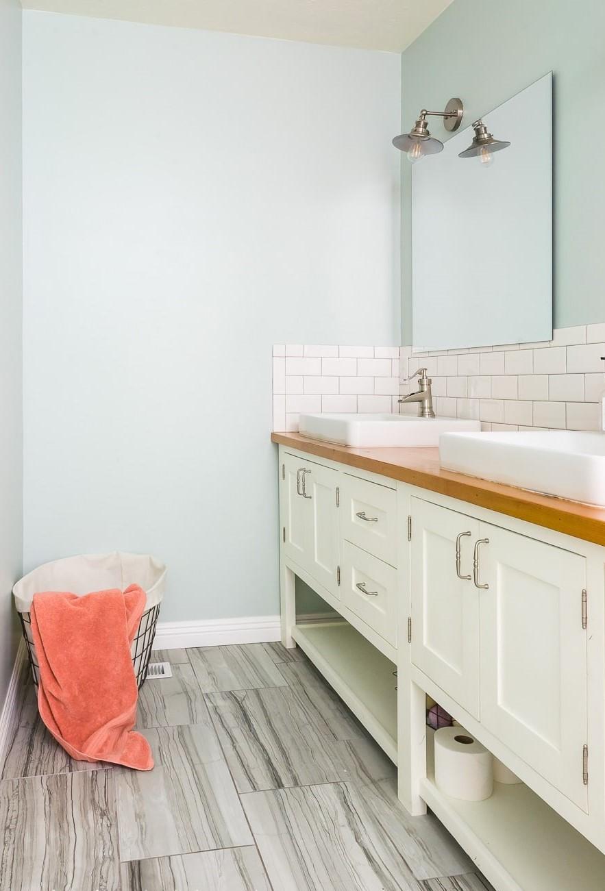 Commode de salle de bains bricolage.