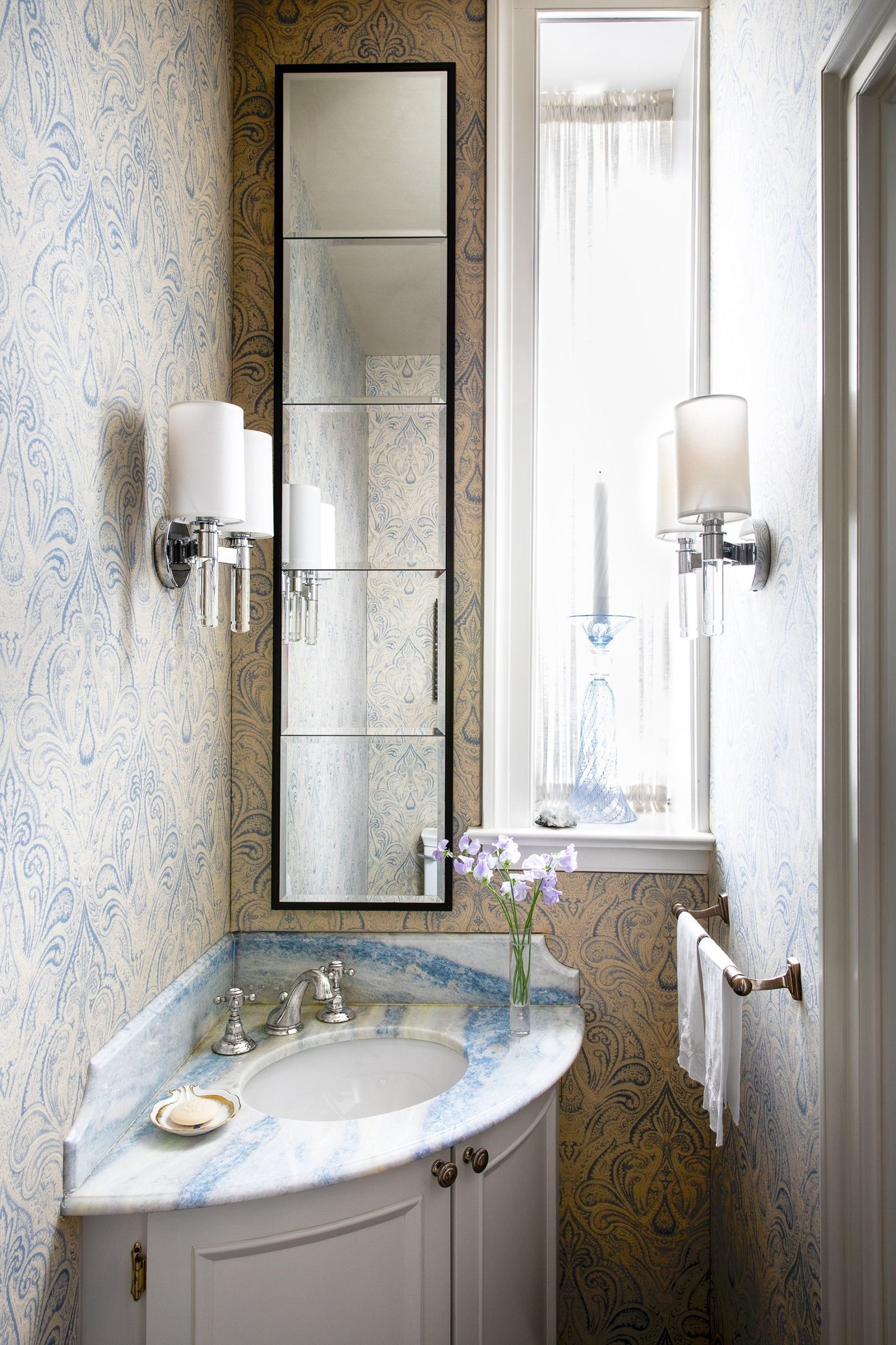 Fabriquer un meuble pour la salle de bains.