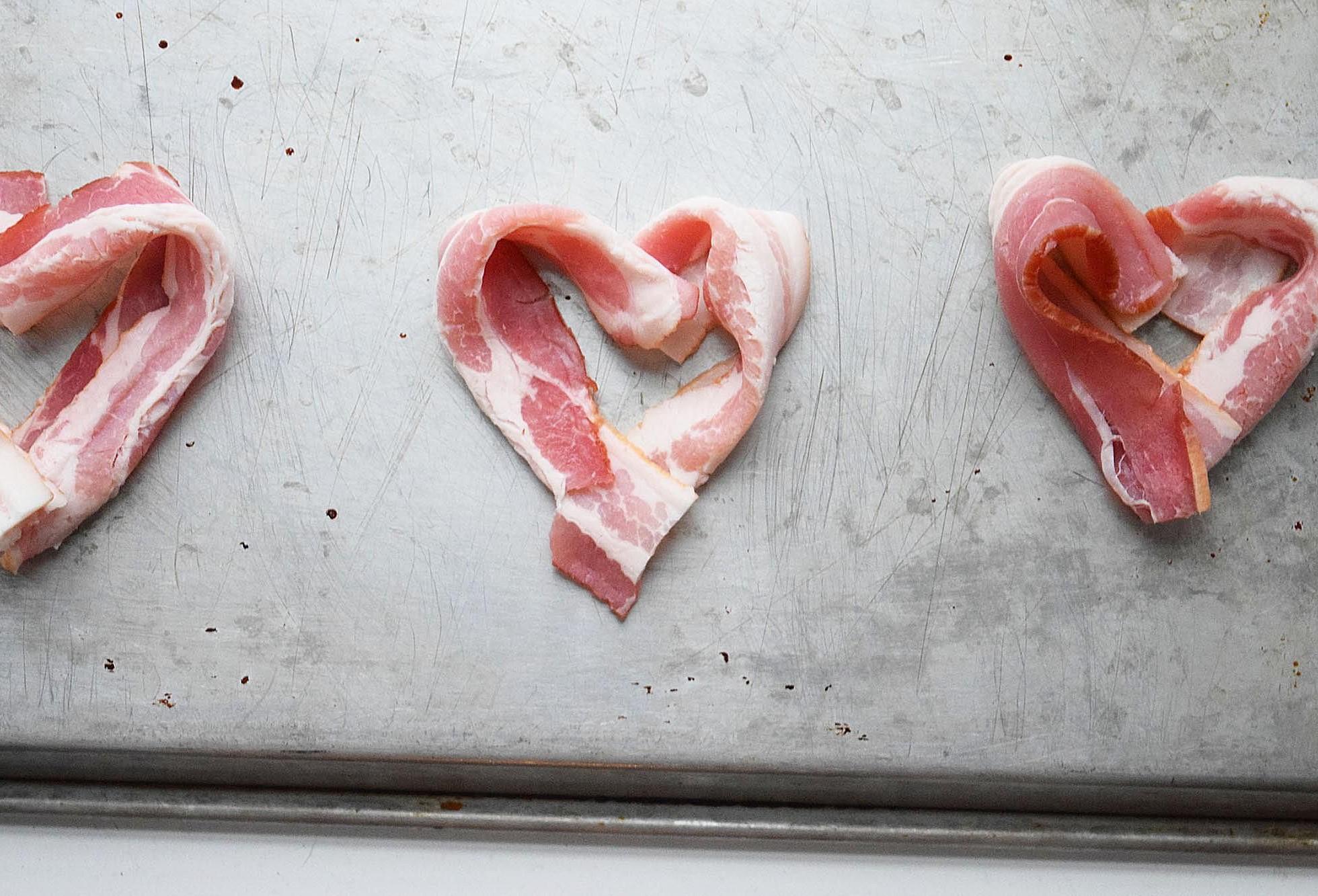 Bacon en forme de coeur pour votre petit déjeuner.