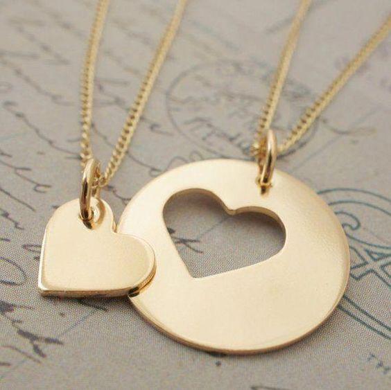 Les colliers pour deux en forme de coeur Bijoux Saint Valentin