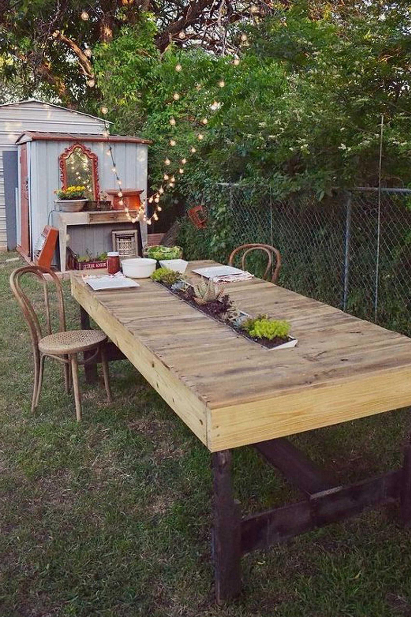 Table en palette DIY.
