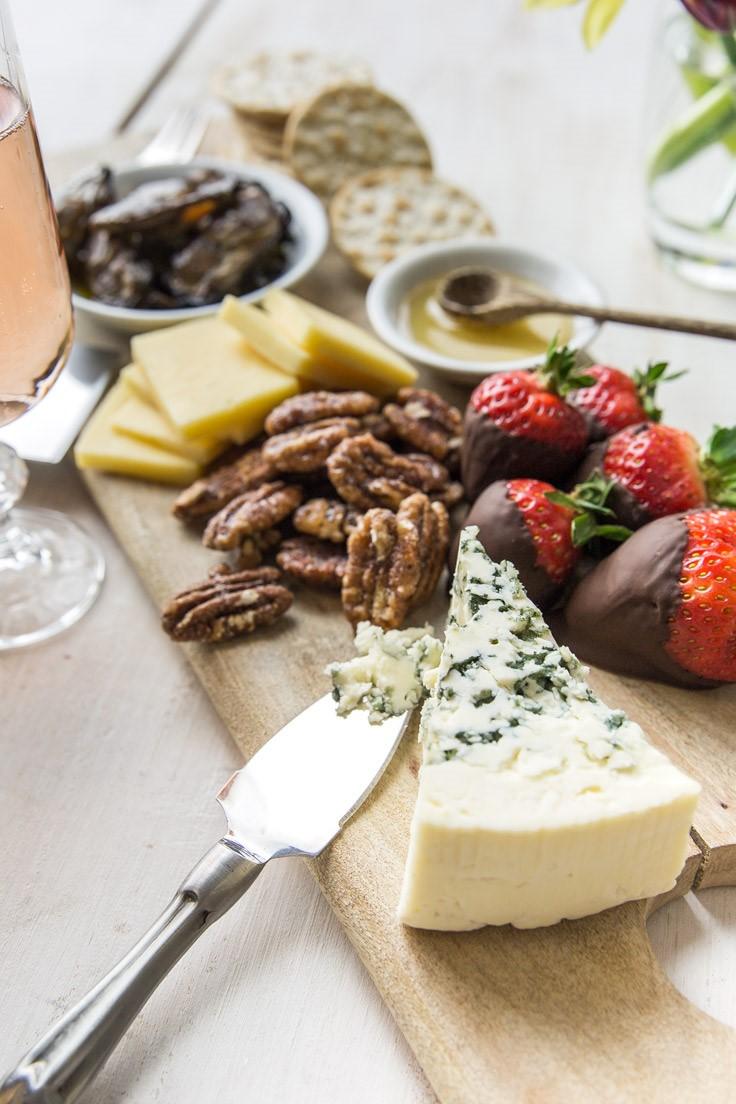 Plateau de fromages délicieux.