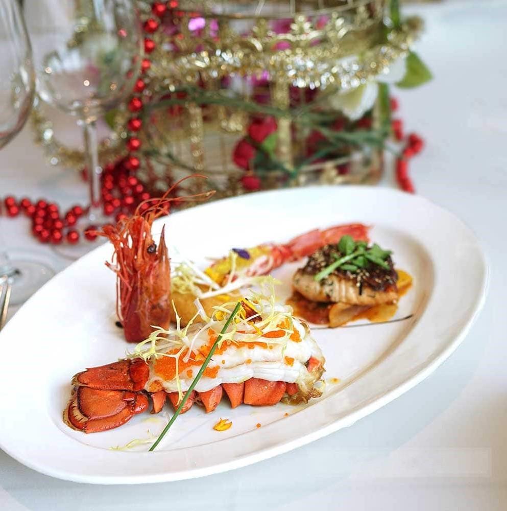 Repas romantique facile: queue de homard spéciale.