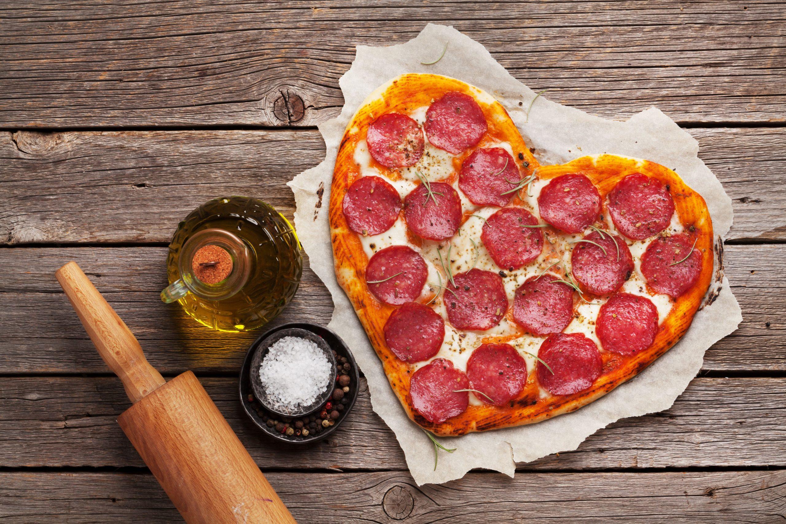 Pizza en forme de coeur.