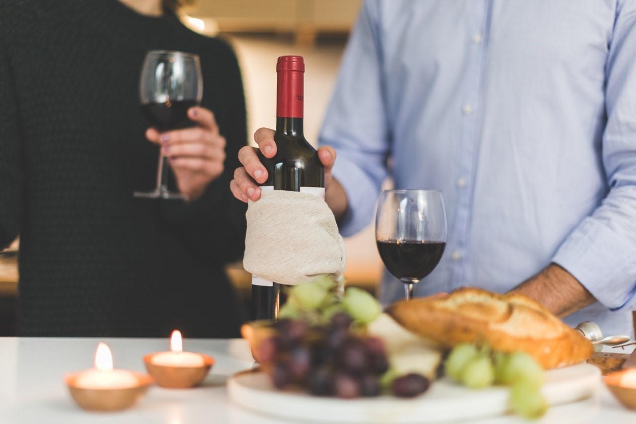 Servez des fromages spéciaux qui complètent le vin que vous avez choisi.