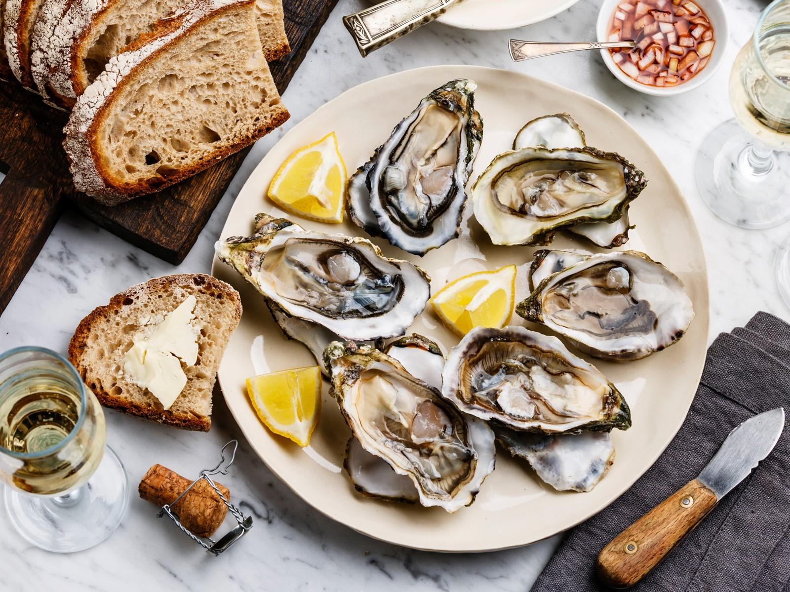 Repas romantique facile: délicieuses huîtres.
