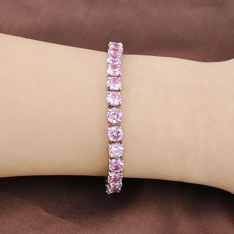 Un bracelet en acier bijoux Saint Valentin
