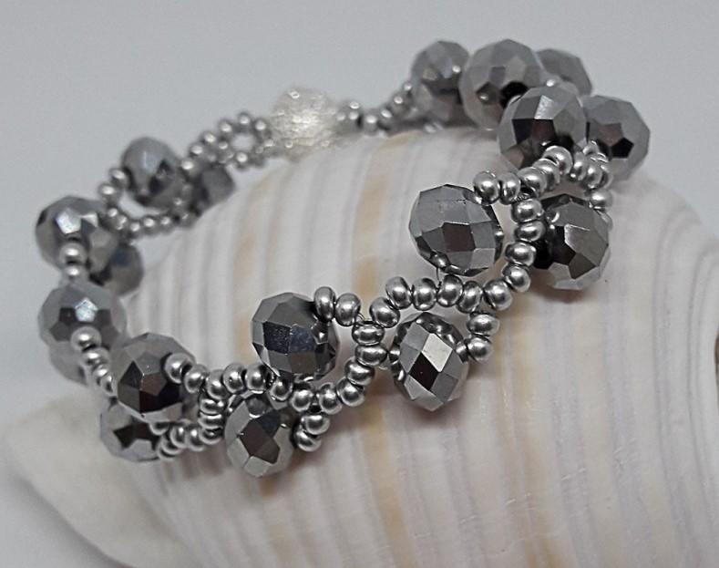 Un bracelet en cristal bijoux Saint Valentine