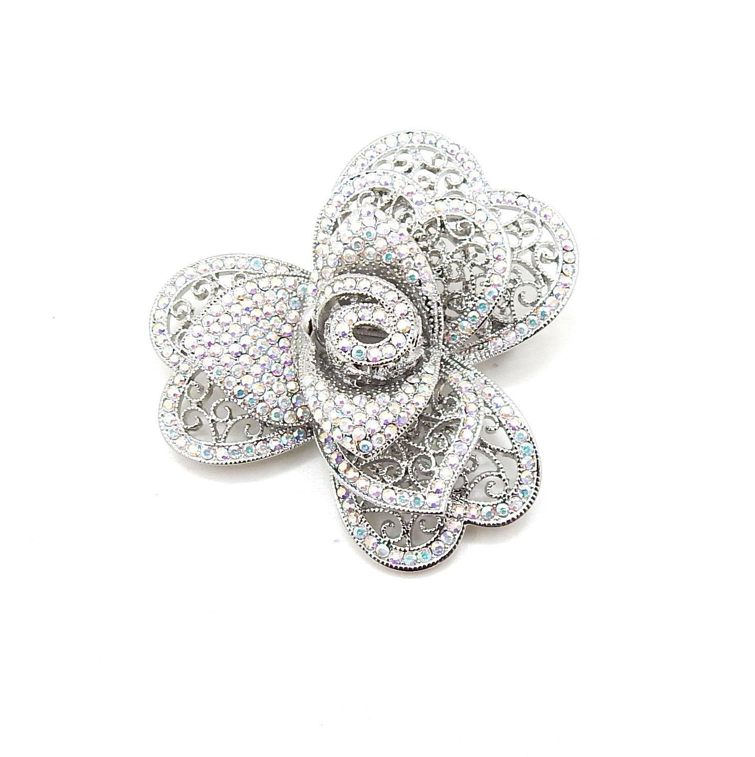 Un broche fleur en cristal Bijoux Saint Valentin