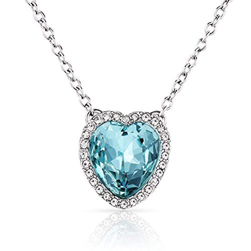 Un collier coeur bleu bijoux Saint Valentine