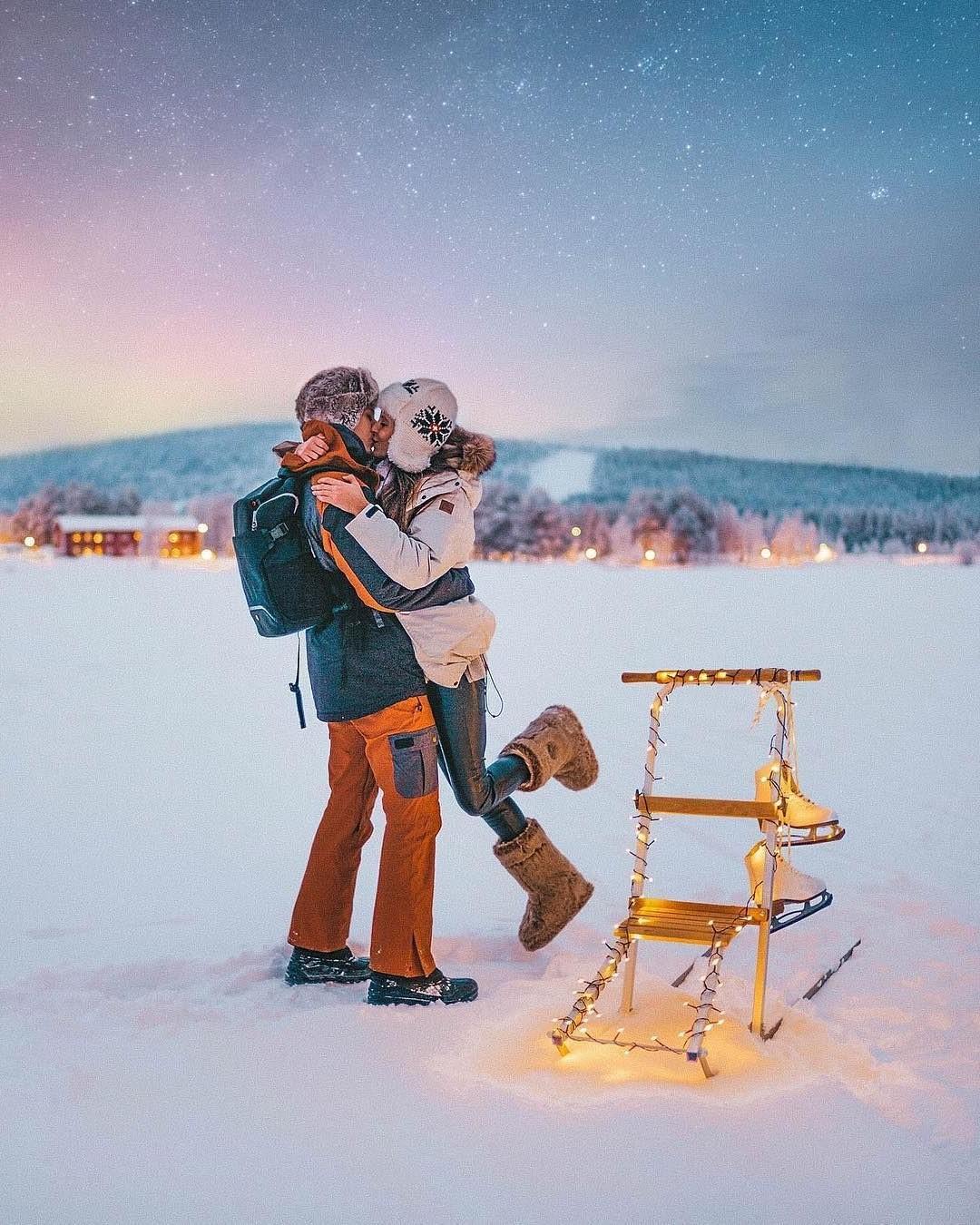 Week-end Saint Valentin pas cher: profitez d'une promenade dans les montagnes enneigées.