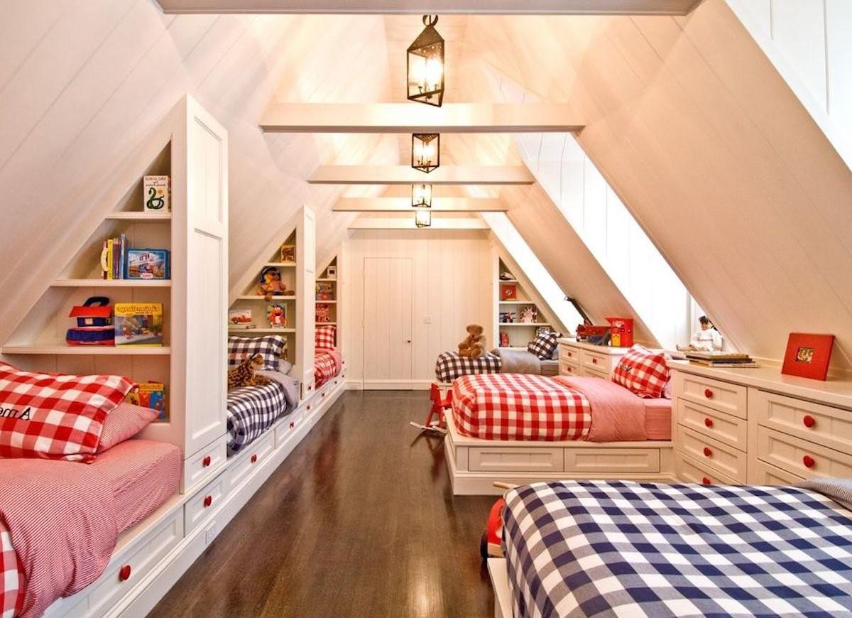 Chambre mansardée spacieuse qui est tout simplement parfaite pour les soirées pyjama.