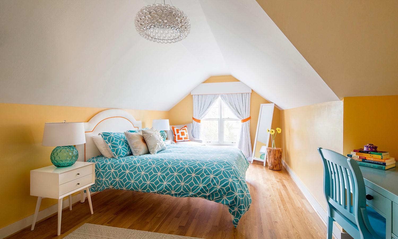 Chambre à coucher sous pente.