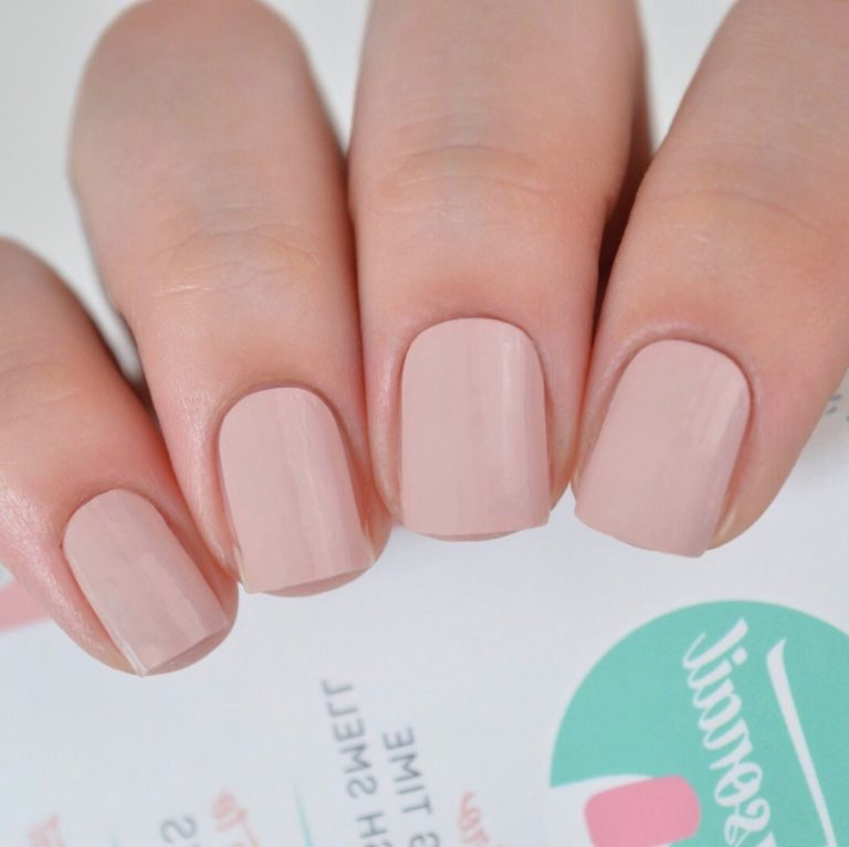 Comment choisir un vernis à ongles nude selon la couleur