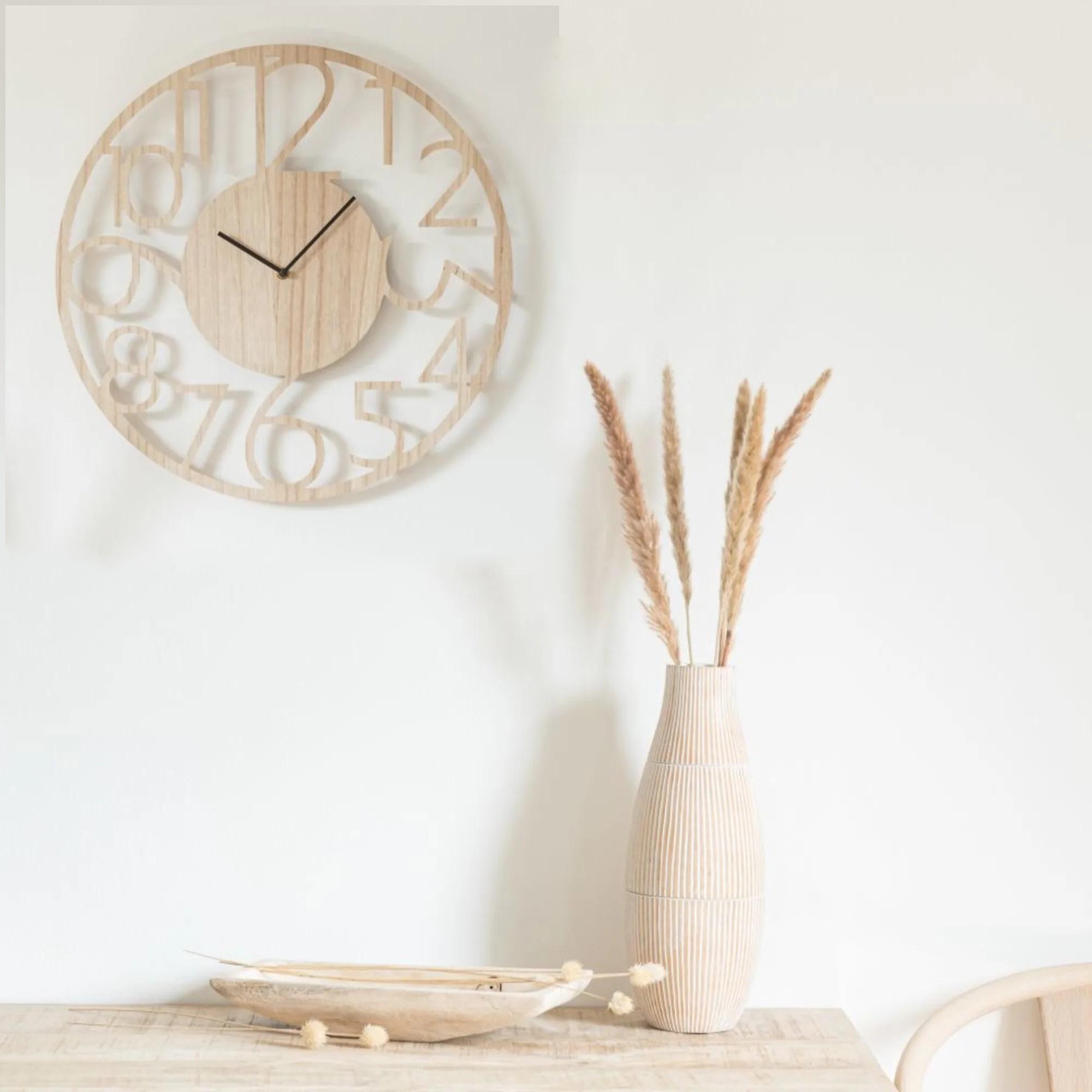 Décoration murale Maison du Monde avec un design d'horloge clair
