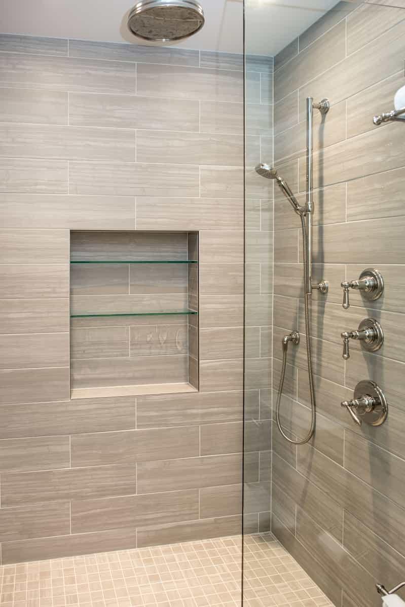 Douche moderne pour votre salle de bains.