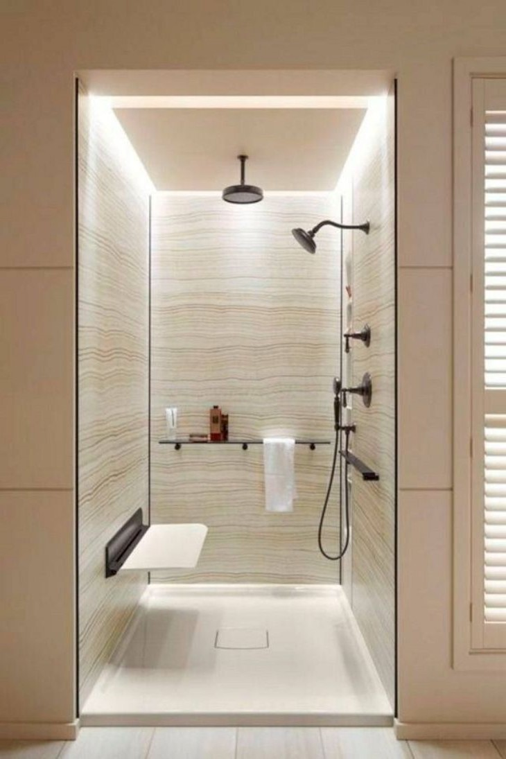 Cabine de douche moderne.