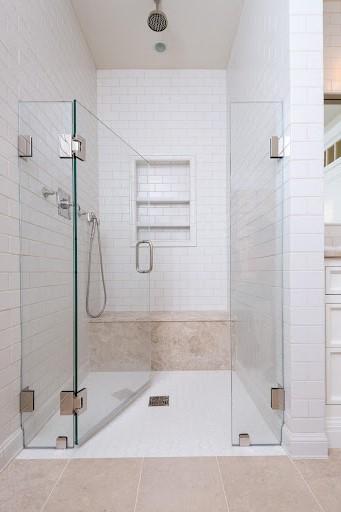 Salle de bains moderne.
