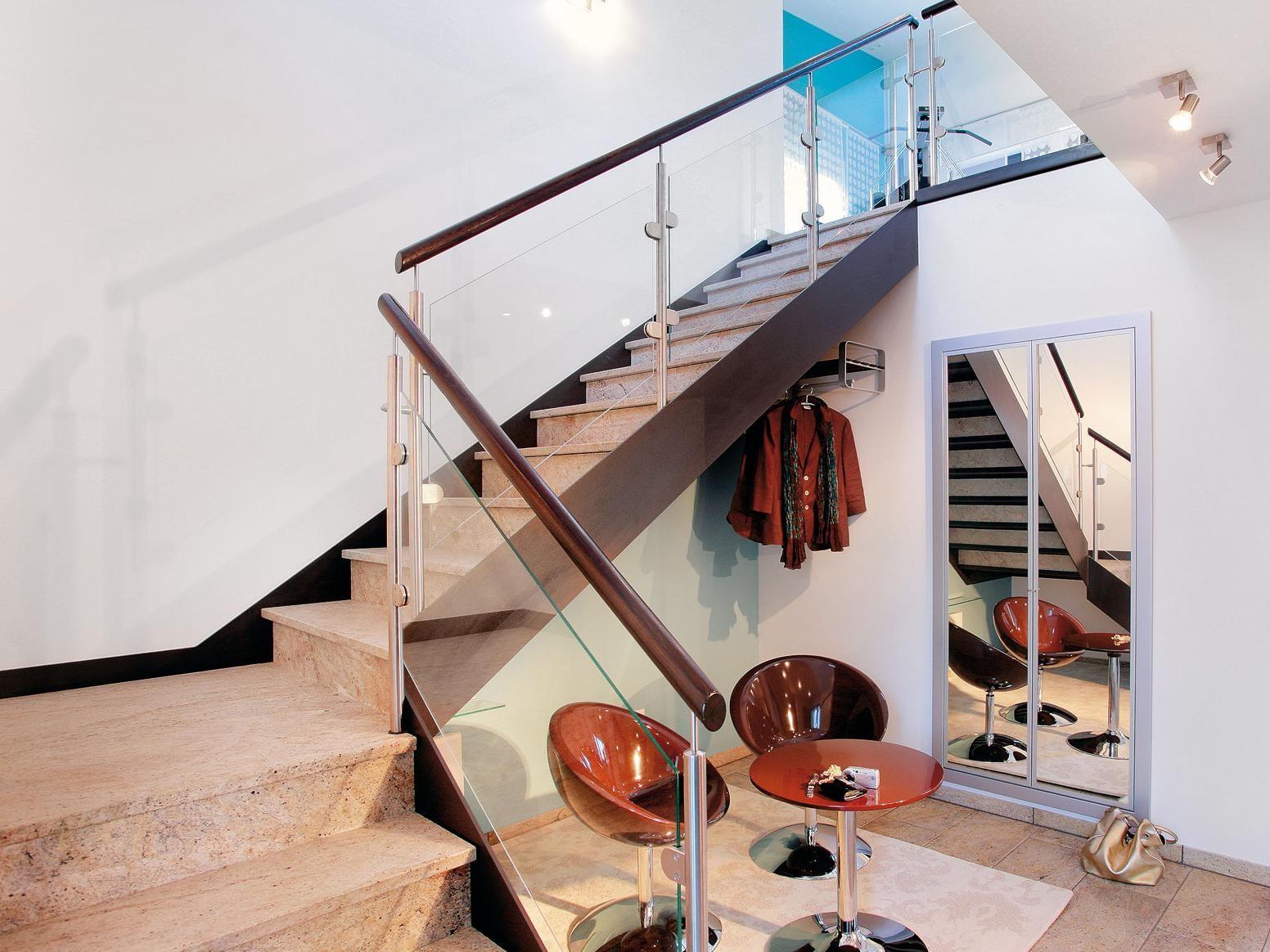 Les escaliers en pierre ou en béton peuvent être traditionnels - pensez aux grandes marches en pierre - ou contemporains sous la forme d'une simplicité de style industriel.