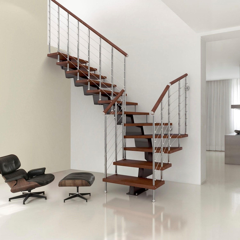 Considérez comment attirer la lumière naturelle dans votre escalier.