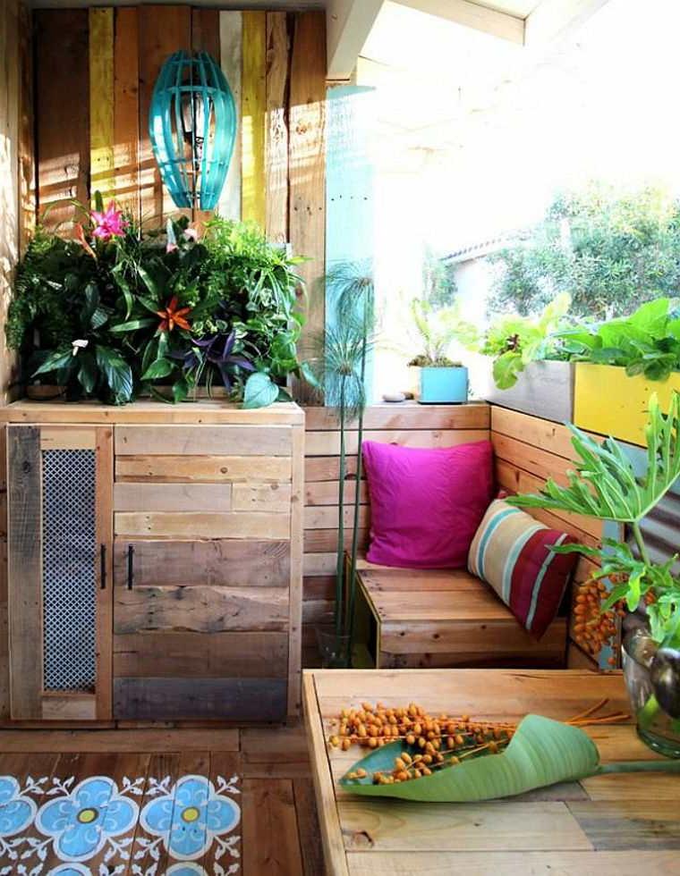 Mobilier de terrasse en palette fraîchement meublé