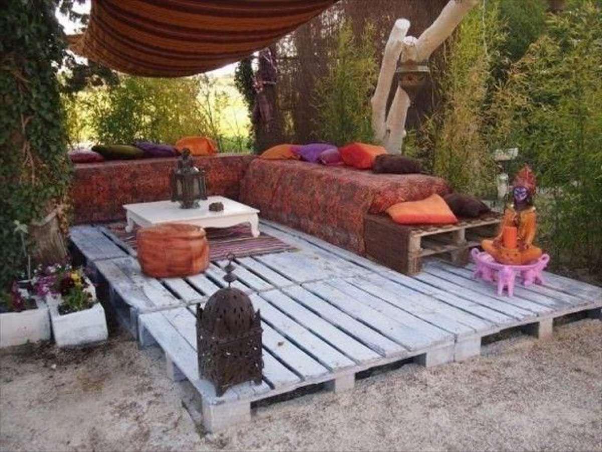 Terrasse exotique en palettes