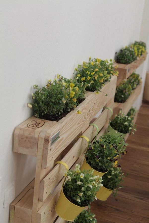 Une idée pour un stand de fleurs sur la terrasse