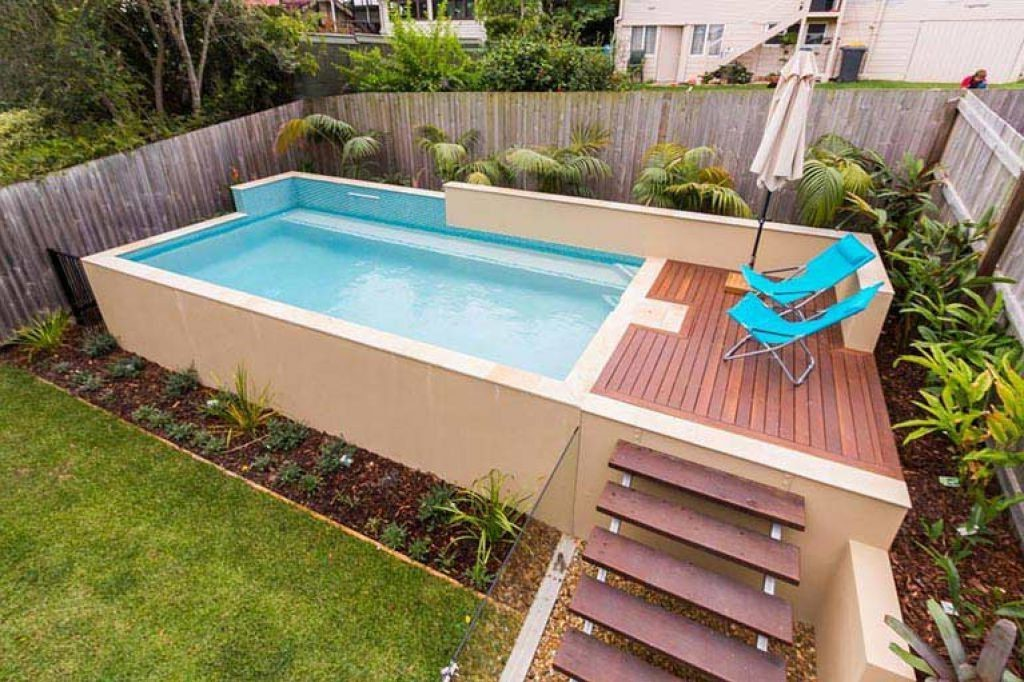 Piscine rectangulaire.