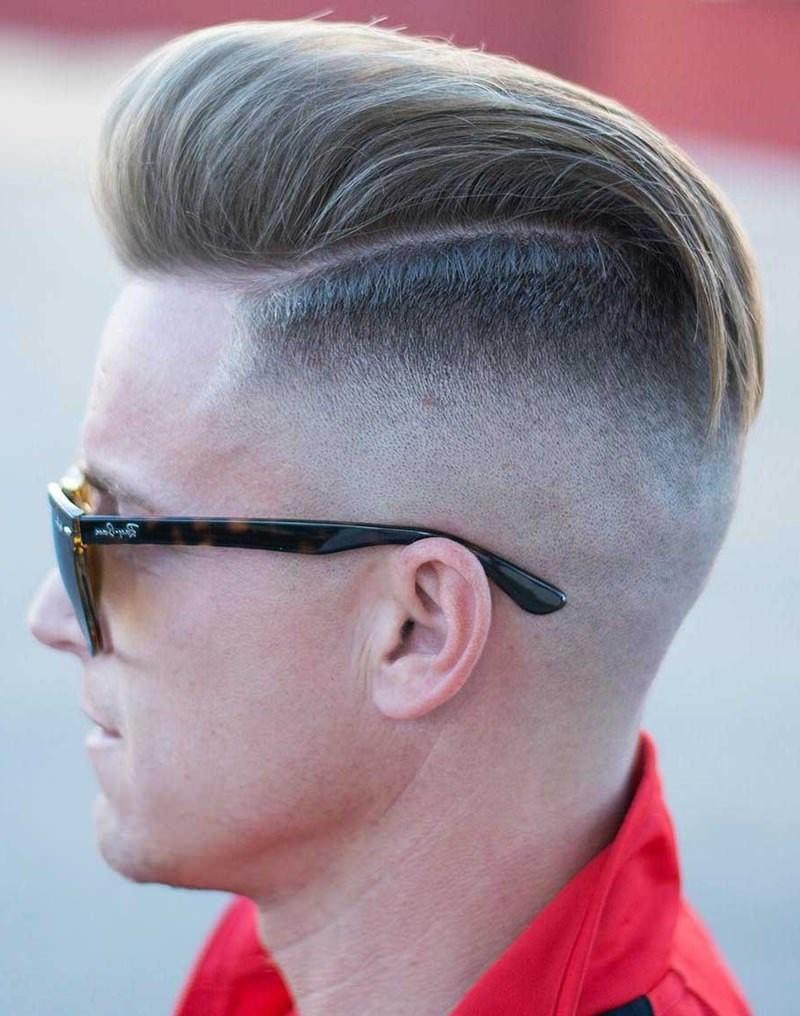 Si vous le désirez, vous pouvez séparer vos cheveux.