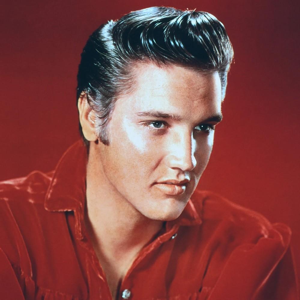 La coupe Pompadour emblématique d'Elvis Presley.