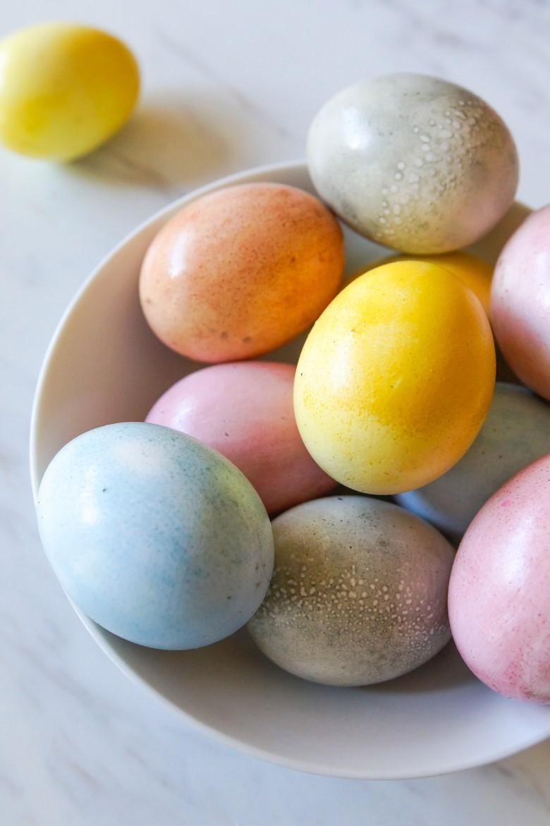Bricolage de Pâques pour adultes: Pour la cuisson à la vapeur, placez vos œufs dans un panier à vapeur.