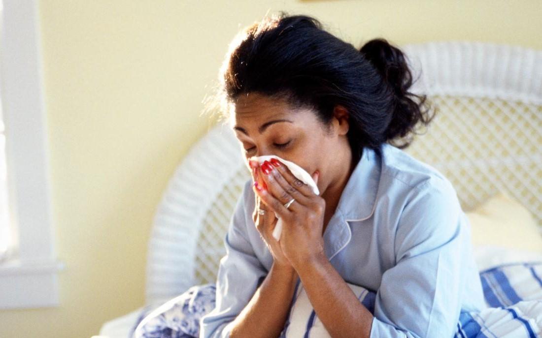 La plupart des gens (environ 80%) se remettent de la maladie sans avoir besoin d'un traitement spécial.