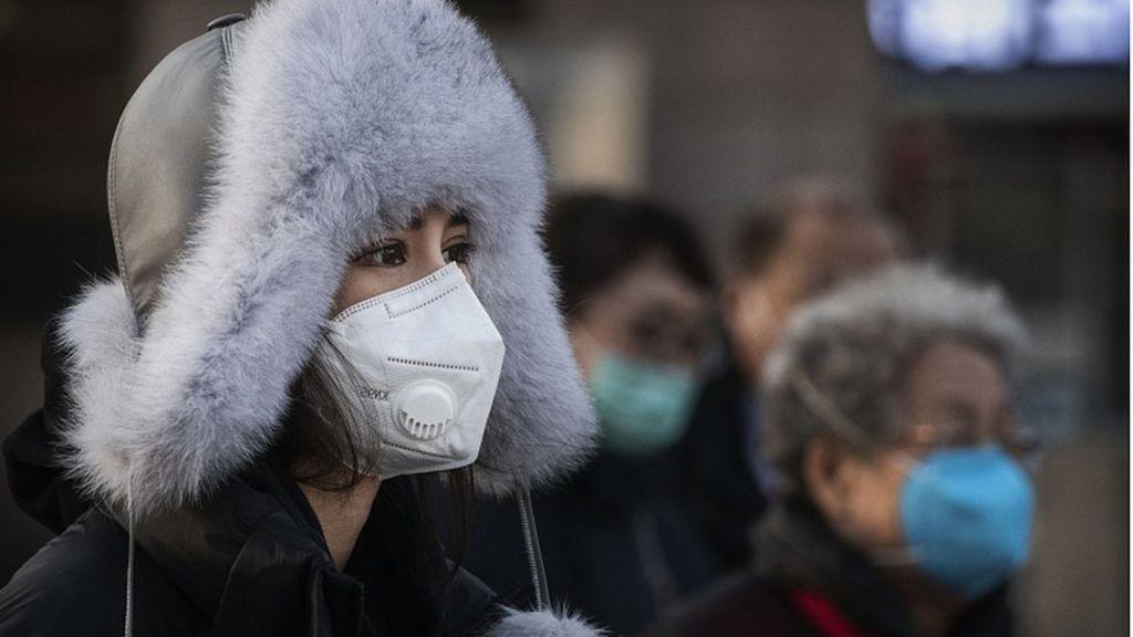 Les résidents de Chine portant des masques de protection contre les coronavirus