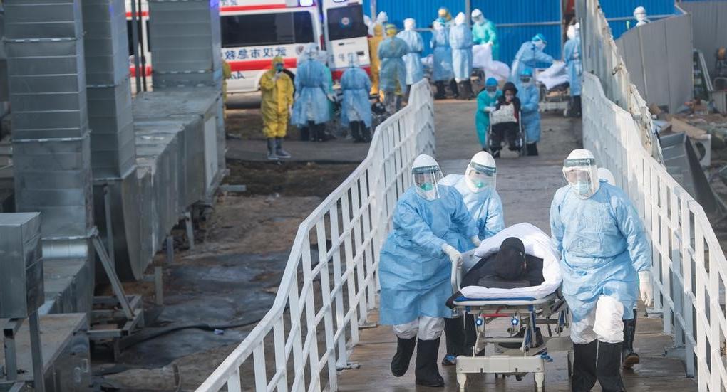 Médecins et patients en Chine au plus fort de l'épidémie de coronavirus