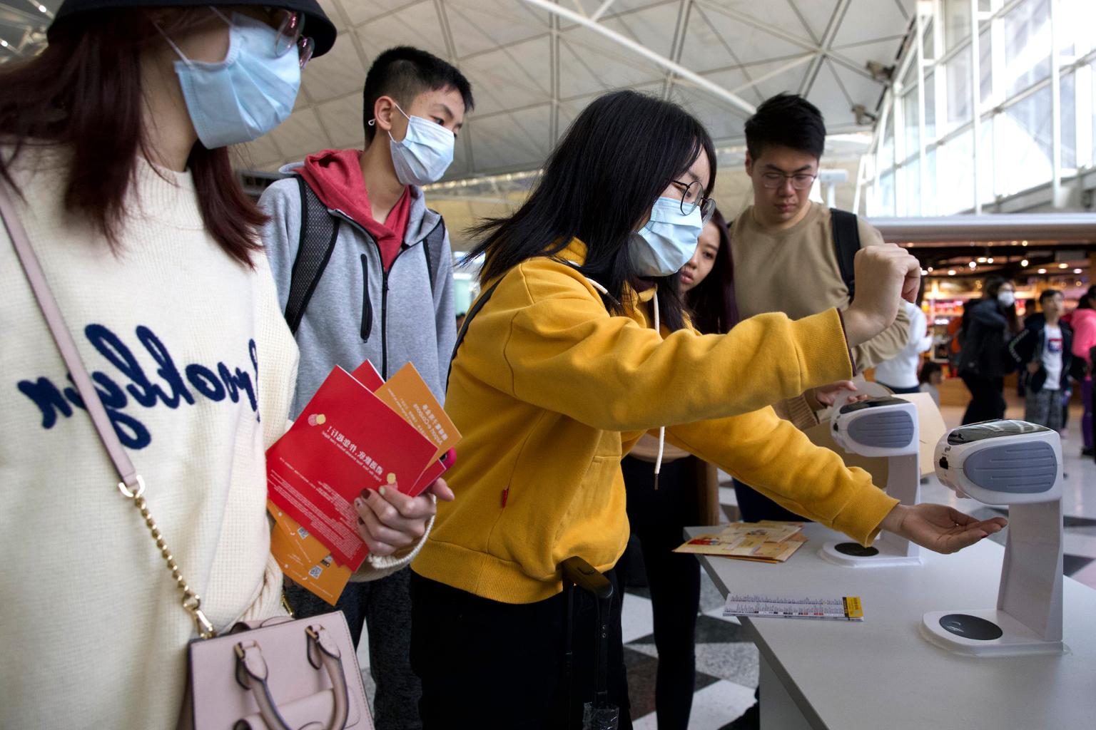Démonstration des étudiants sur la façon de prévenir la maladie des coronavirus