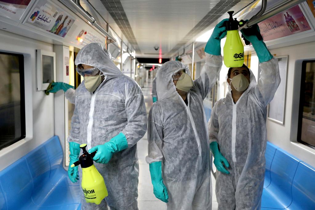 Désinfection dans les lieux publics contre le coronavirus