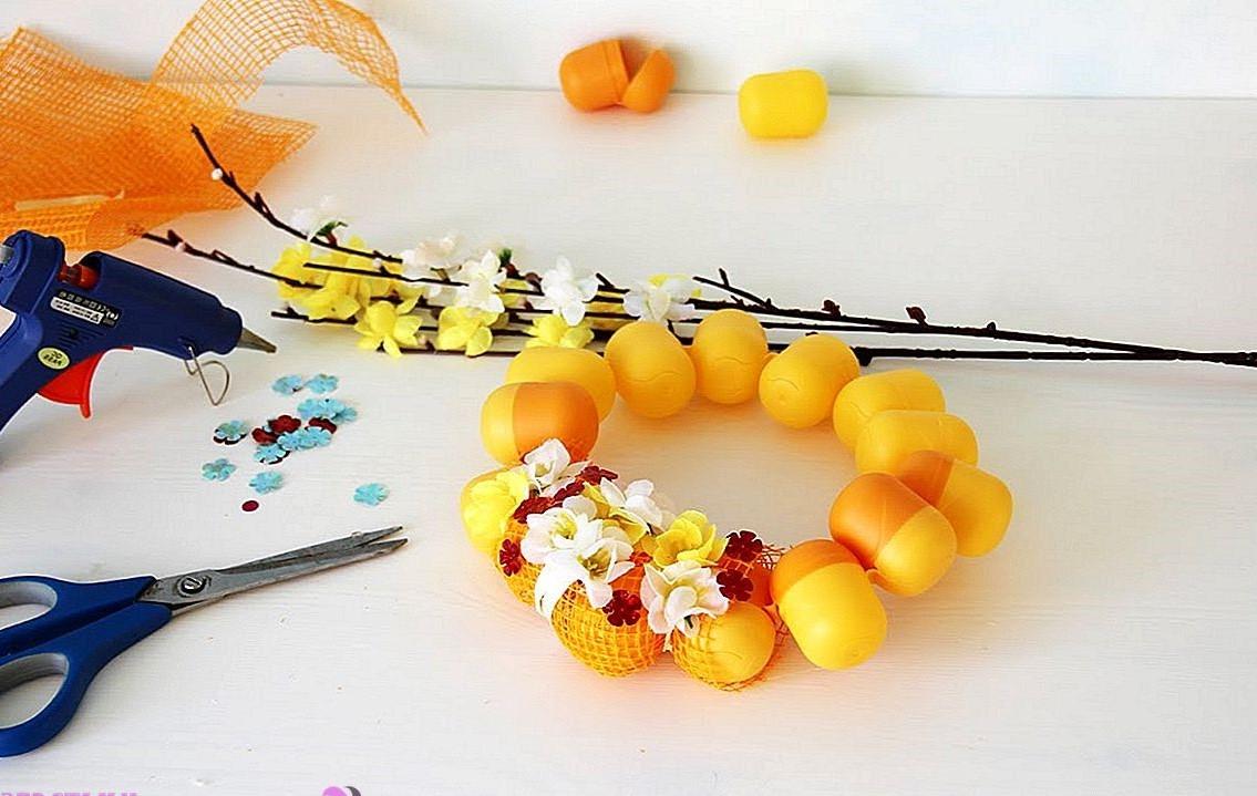 Couronne de Pâques faite par vous-même - avec des œufs en plastique