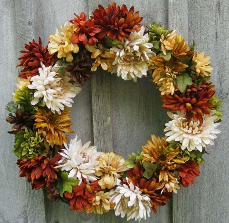 Couronne de Pâques à faire soi-même avec des fleurs naturelles