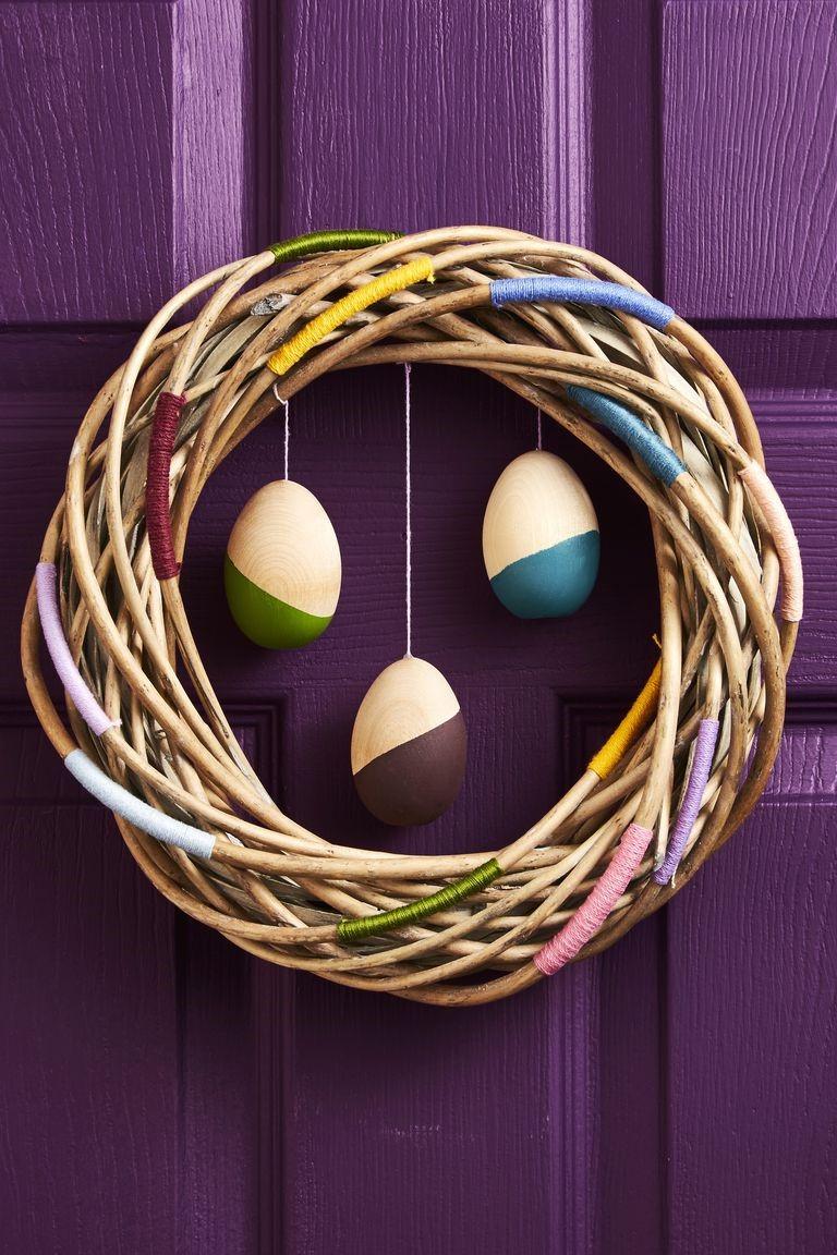 Une couronne de Pâques faite par vous-même - pour la porte