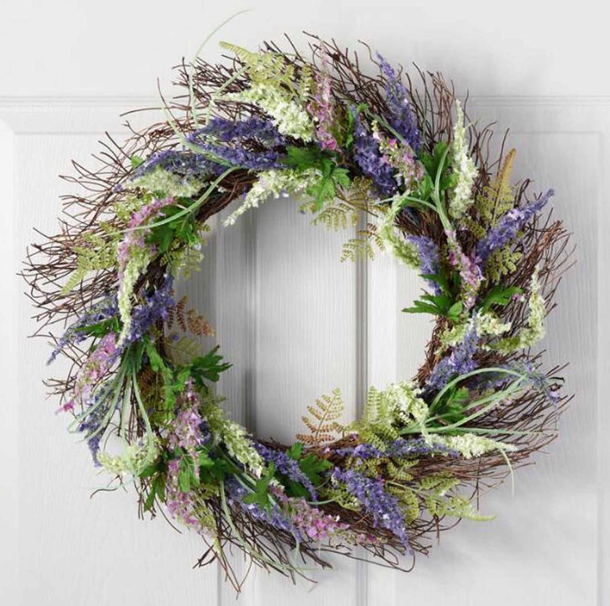 Une couronne de Pâques faite par vous-même - pour la porte d'entrée