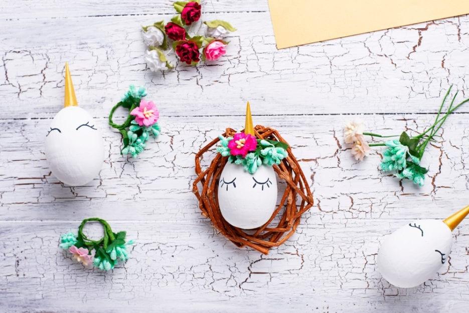 Couronne de Pâques à faire soi-même avec des oeufs peints